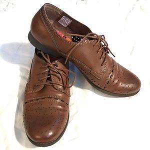 Ladies wingtip style shoes